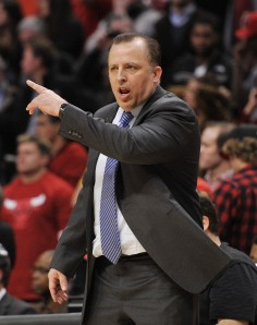 Bulls coach Thibodeau talks to team against Pacers in Chicago